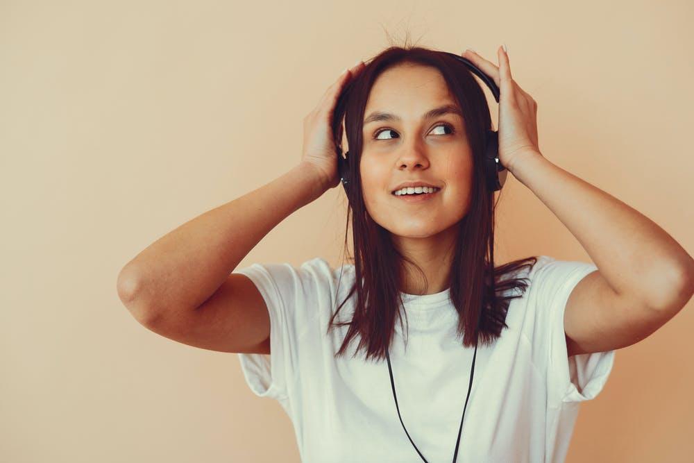 La Songtherapy è un approccio alla cura e alla crescita personale basato sull'utilizzo consapevole e professionale degli effetti positivi della musica sulla salute delle persone.