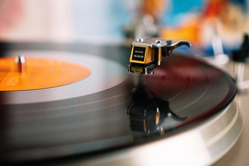 La musica può essere utilizzata per migliorare, mantenere o recuperare il funzionamento cognitivo, fisico, emotivo e sociale e per aiutare a rallentare la progressione di diverse condizioni mediche.
