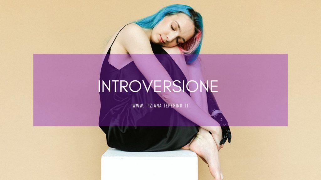 Nel mondo degli introversi: caratteristiche, doti e ambiente favorevole.